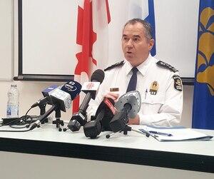 Le chef de police de la Ville de Québec, Robert Pigeon, a tenu à réfuter les allégations du président de la Fraternité des policiers de Montréal, Yves Francœur, devant les médias, mercredi.