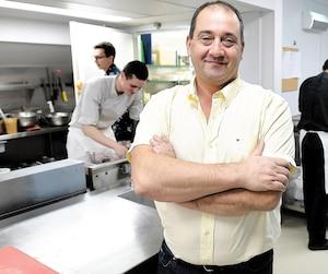 Élie Dédès, restaurateur de Québec, s'est tourné vers le programme Jeunes professionnels d'Expérience internationale Canada pour trouver de la main-d'œuvre.
