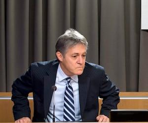 Renaud Lachance et la juge France Charbonneau lors de l'allocution de clôture de la commission, en novembre 2014.
