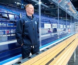 L'ancien joueur du Canadien Gordie Dwyer est l'entraîneur du Dinamo de Minsk.