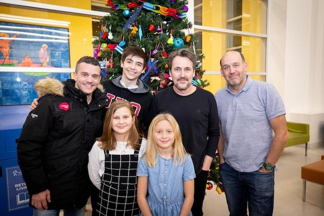 Patrice Bélanger, Guy A. Lepage, Antoine Vézina et les enfants de la campagne de promotion du CHU Ste-Justine
