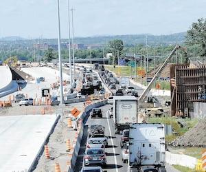 Un aperçu des travaux routiers sur l'autoroute Henri-IV, à Québec le 20 août. Le Québec a beaucoup de rattrapage à faire avec son réseau routier, a démontré Le Journal tout au long de l'été.