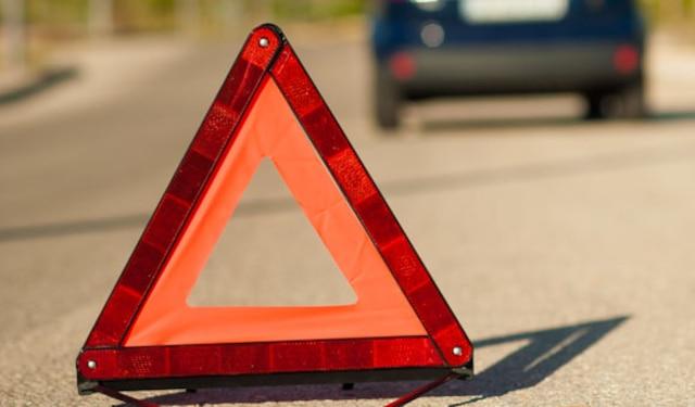 En cas de panne, il est préférable de toujours essayer de se stationner dans un endroit sécuritaire.  Dans la mesure du possible, il serait tout à votre avantage de vous stationner le plus loin possible des voies rapides afin d'éviter tout risque de collision avec d'autres véhicules. Essayez toujours d'éviter de vous immobiliser à des endroits où la visibilité peut être problématique comme dans une courbe ou dans la descente d'une pente abrupte.