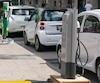 À ce jour, à peine plus de 8000 voitures vertes sillonnent nos routes cahoteuses.