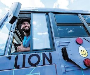 Ambassadeur de la compagnie Lion, Laurent Duvernay-Tardif utilisera notamment les autobus électriques Lion pour effectuer sa tournée québécoise Bouger avec LDT.