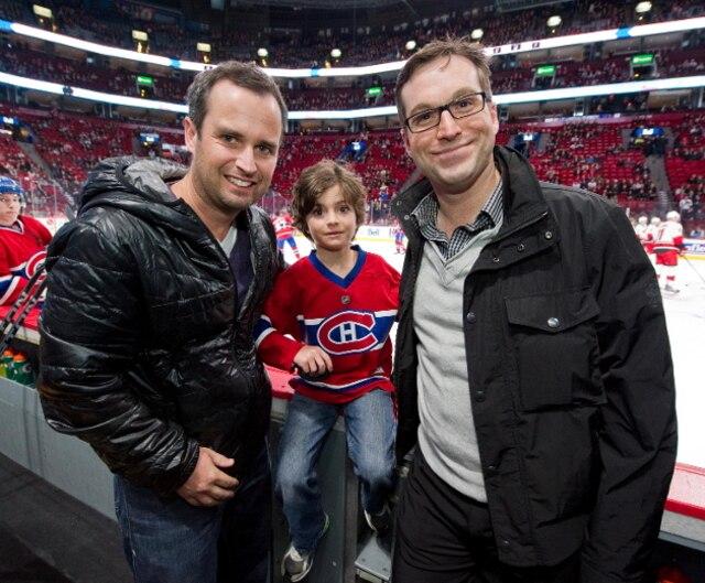 Le jeune Louis-Félix Dorais accompagné de son père Louis-Philippe Dorais, de Tennis-Canada, à gauche, et de Nicolas Burns, du golf Le Mirage, a pu voir ses joueurs favoris de près.