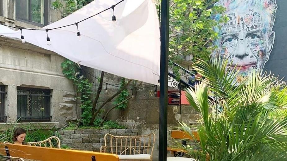 Ce café cache une murale d'Anthony Bourdain