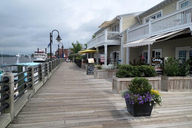 La promenade  sur la rivière Cape Fear, dans le vieux Wilmington.