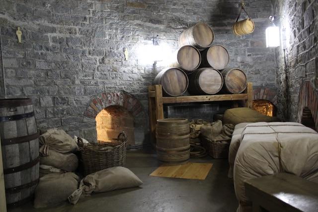 Le rez-de-chaussée des tours Martello servait à entreposer des barils de poudre, des armes et de la nourriture.
