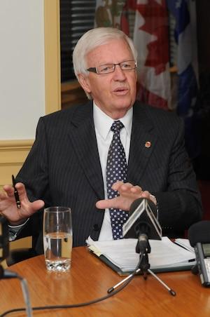 Le maire de Brossard Paul Leduc.