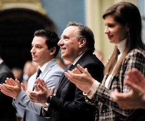 Le premier ministre François Legault a participé, dimanche matin, à une deuxième séance extraordinaire de l'Assemblée nationale. Après l'immigration, la veille, son gouvernement s'apprêtait à faire adopter sous bâillon un projet de loi sur la laïcité.