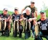 Michel Cairety, Robert Saunier, Francis Moroni et Daniel Parent et, à l'arrière, le directeur Mathieu Caron, heureux de leur pêche.