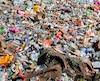 Selon Dawa Steven Sherpa qui dirige des expéditions de nettoyage depuis 2008, «c'est un grave problème pour la santé et la situation doit être corrigée.»