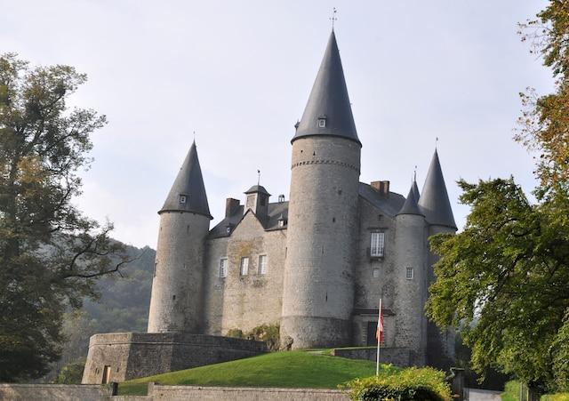Le château de Vêves, à Celles-Houyet.