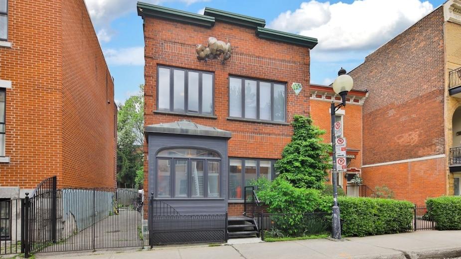 Une maison à étages à vendre sur la rue Coloniale