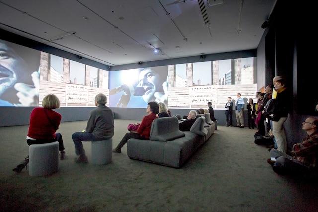 Passing Through, 2017<br /> De George Fok<br /> Oeuvre vidéo immersion à 360degrés qui rend hommage aux 50ans de carrière de Cohen, grâce à de vastes archives.