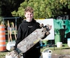 Jérémy Normand était heureux que des plongeurs retrouvent la planche à roulettes de son frère, tombée il y a six ans dans le fleuve Saint-Laurent, à Montréal.