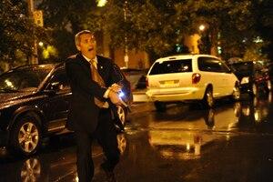 Alors qu'elle livrait son discours de la victoire, Pauline Marois a été contrainte de quitter la scène, escortée par ses gardes du corps, le mardi 4 septembre 2012, à l'extérieur du Métropolis. Un homme armé qui se trouvait devant le Métropolis à Montréal a rapidement été maitrisé par les autorités. Un incendie s'est ensuite déclenché à l'arrière du Métropolis. MAXIME DELAND/AGENCE QMI