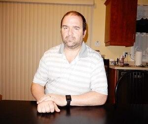 Martin Dufour, père du jeune Simon, 15 ans, demande qu'on tienne la ligne dure contre les intimidateurs après que son fils a mis fin à ses jours.