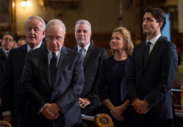 Les funérailles à la mémoire de Monsieur Jean Lapierre et de sa conjointe Madame Nicole Beaulieu sont célébrées en l'église St-Viateur d'Outremont, à Montréal, samedi 16 avril 2016. Sur cette photo: Brian Mulroney (ancien premier ministre du Canada), Paul Martin (ancien premier ministre du Canada), Philippe Couillard (premier ministre du Québec), Sophie Grégoire et Justin Trudeau (premier ministre du Canada). JOEL LEMAY/AGENCE QMI/POOL