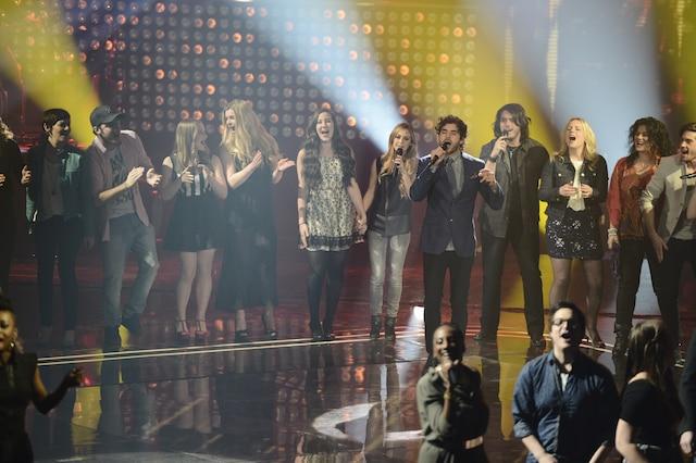 La grande finale de «La Voix» a eu lieu le 13 avril 2014 à Montréal. Sur la photo, Alex Nevsky et les 49 participants de «La Voix».