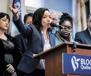 Martine Ouellet s'est présentéeen compagnie des membres du Bureau national du parti, samedi, à Montréal,pour annoncer qu'elle resterait à la tête du Bloc québécois. Elle a aussi invité les députés démissionnaires à réintégrer la formation politique.