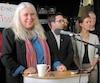 La députée de Québec solidaire Manon Massé a célébré jeudi avec des militants et des membres de groupes communautaires le maintien de sa circonscription.