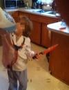 Un enfant arbore un déguisement d'Halloween rappelant le cas Guy Turcotte, l'homme déclaré non criminellement responsable après avoir assassiné ses deux enfants.