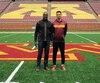 Benjamin St-Juste a pris la pose avec son père Wilbert à l'intérieur du TCF Bank Stadium, domicile des Gophers de l'Université du Minnesota, à Minneapolis.