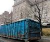 Il y a un peu plus de deux semaines, ce conteneur rempli de matériel de bureau a été vu derrière l'édifice Lucien-Saulnier.