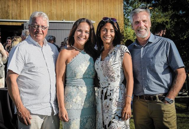 Denis Lefrançois, du Groupe Theetge, Sandra Ferguson, de la Fondation Sourdine, Ichrak Zahar, d'Ameublements Tanguay, ainsi que Jacques Trudel, du <i>Journal de Québec</i>.