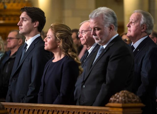 Les funérailles à la mémoire de Monsieur Jean Lapierre et de sa conjointe Madame Nicole Beaulieu sont célébrées en l'église St-Viateur d'Outremont, à Montréal, samedi 16 avril 2016. Sur cette photo: Justin Trudeau (premier ministre du Canada), sa conjointe Sophie Grégoire, Paul Martin (ancien premier ministre Canada), Philippe Couillard (premier ministre du Québec), Brian Mulroney (ancien premier ministre du Canada). JOEL LEMAY/AGENCE QMI/POOL