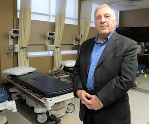 Le Dr Yvon Giroux, dont la clinique de Laval va fermer, estime diagnostiquer chaque année une cinquantaine de cancers du côlon.