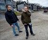 Charles Gagnon (à gauche) et Simon-Pierre Allen, qui ont acheté chacun une maison neuve sur la rue des Matricaires, avaient rencontré une première fois Le Journal en octobre 2017 pour déplorer les inconvénients qu'ils subissent à cause d'un promoteur qui n'a jamais parachevé les travaux promis.