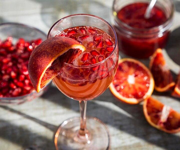 Cocktail mousseux grenade, orange sanguine et thé chaï