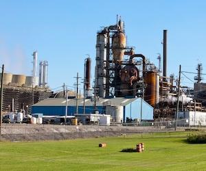 La raffinerie est tellement rouillée qu'elle était surnommée la petite rousse.