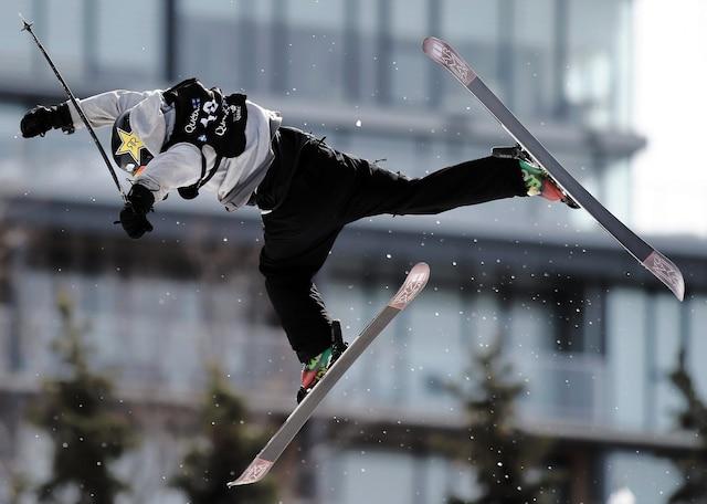Les risques de blessures sont bien présents au big air et le Québécois Alex Bellemare en a fait la preuve lors des qualifications en freeski, jeudi. Heureusement pour le Québécois, il s'en est sorti avec plus de peur que de mal.