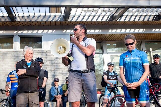 L'organisateur de l'événement Marc-Antoine Desjardins a pris la parole avant le départ.