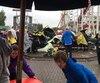 La voiture qui a déraillé a fait une chute d'une dizaine de mètres avant de s'écraser sur une attraction pour enfants.