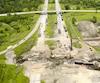 Sur cette photo prise par un drone au mois de juin, on voit que les travaux faisant suite à un affaissement en bordure de la route coupent l'autoroute25 dans les deux directions depuis avril dernier.
