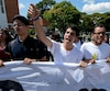 Vendredi, des centaines d'étudiants, chantant l'hymne vénézuélien, sont descendus dans les rues de Caracas, appelant à la révocation du président Nicolas Maduro.