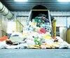 Ce camion dépose du polyéthylène provenant de centres de tri à l'usine de Soleno à Yamachiche, en Mauricie. Sur place, 65personnes handicapées conditionnent ce plastique afin qu'il soit transformé en produits à haute valeur ajoutée. Cette matière a une durée de vie qui peut dépasser 100ans.