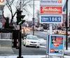 Cette station-service du quartier Hochelaga-Maisonneuve, dans l'est de Montréal, affichait le litre à 1,06$, hier. Le prix devrait plutôt se situer dans une fourchette située entre 86 et 91cents le litre, selon les calculs prudents effectués par Le Journal.