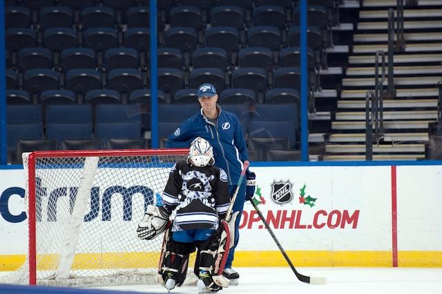 Mathieu Garon adore enseigner l'art de garder les buts aux jeunes hockeyeurs en Floride, lui qui vit à Tampa et qui travaille occasionnellement pour le Lightning.
