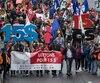 Une marche de 15 km s'est tenue dans les rues de Montréal samedi en faveur d'un salaire minimum à 15 $ l'heure.