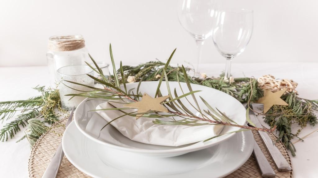 Décorez votre table magnifiquement pour Noël