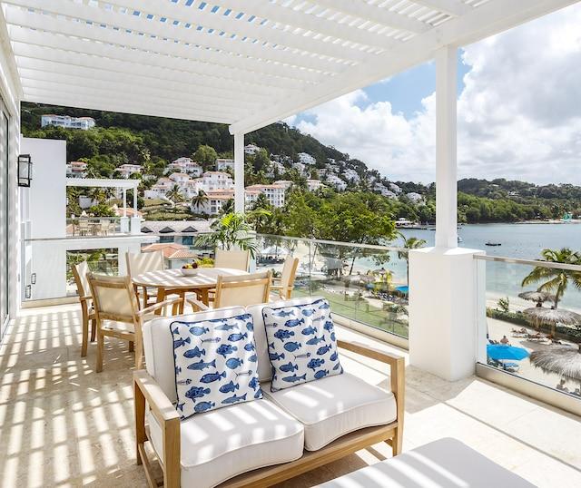 Le balcon permet de se détendre  en admirant la mer des Caraïbes.