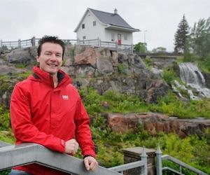 Sylvain Genest est le petit-fils de feu Jeanne d'Arc Lavoie Genest, qui était propriétaire de la «petite maison blanche» lors du déluge de 1996. La résidence a  été transformée en musée en 2005.