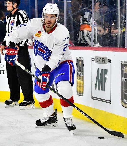 Eric Gelinas (2) du Rocket  lors de la deuxième période du match de hockey de l'AHL entre les Devils de Binghamton et le Rocket de Laval à la Place Bell de Laval le mercredi 6 décembre 2017. MARTIN CHEVALIER / LE JOURNAL DE MONTRÉAL