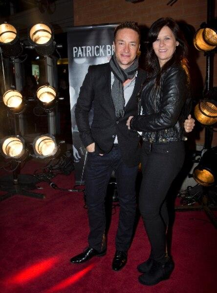 Mario Tessier et sa conjointe lors du tapis rouge avant le spectacle du chanteur Patrick Bruel au Centre Bell de Montréal.